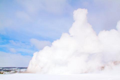 Old Faithful Erupts on March 2 at 11:39 a.m.