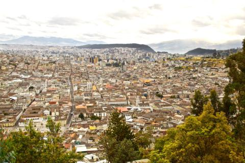 A View of a Small Part of Quito (Canon 50D with 18-200mm lens at 28mm, f/8, 1/500, ISO 400)