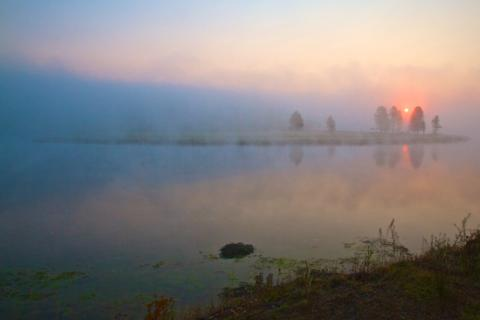 A Foggy Morning on the Yellowstone River (Canon 7D with 10-24mm lens at 14mm, f/16, 1/30, ISO 200)