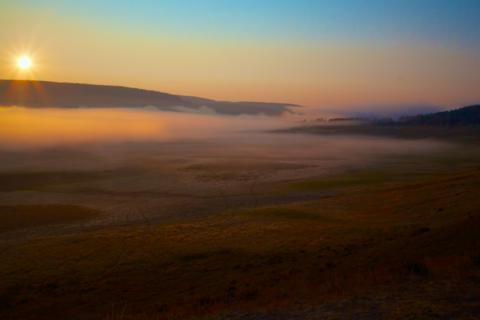 Fog Completely Covers the Yellowstone River (Canon 7D with 10-24mm lens at 16mm, f/16, 1/180, ISO 200)
