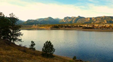 The Town of Estes Park Lies Between Lake Estes and the Rocky Mountains (Panasonic DMC-TS3, 5mm, f/3.3, 1/640, ISO 400)