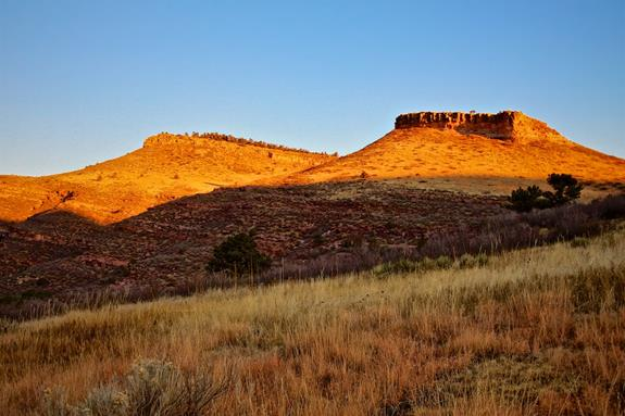 ​Indian Lookout Mountain and Hat Rock Are Radiant in Early Light